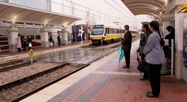 Union-station-lrt-tre-boarding