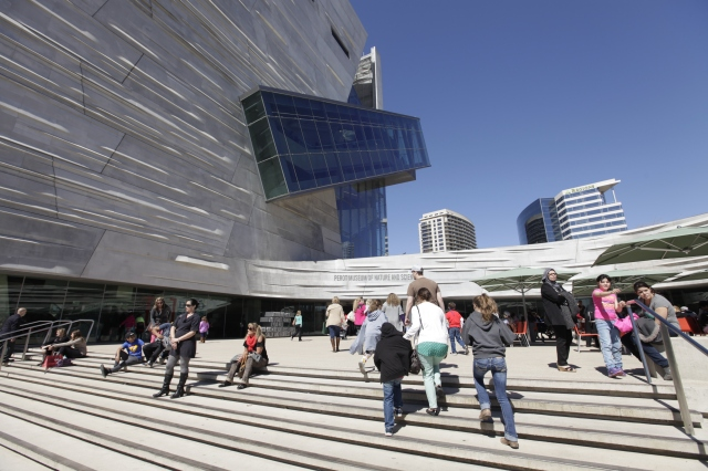 Perot Museum Plaza _MG_0900